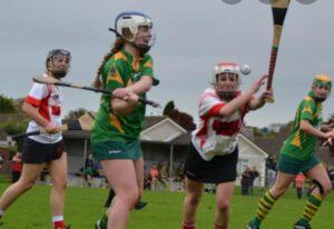 Chicas practicando deportes gaélicos