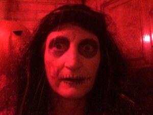 Mairi Murphy disfrazada de zombie por Halloween